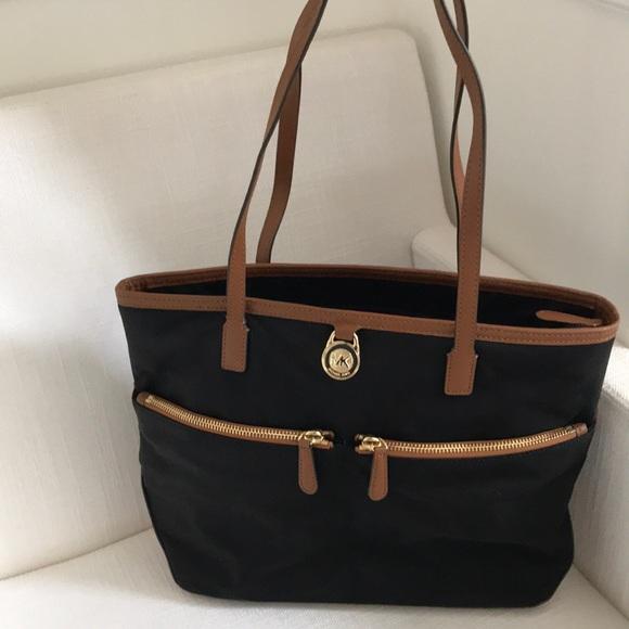 231a03f7f106b2 KORS Michael Kors Handbags - Michael Kors MK Kempton MD pocket tote bag  black